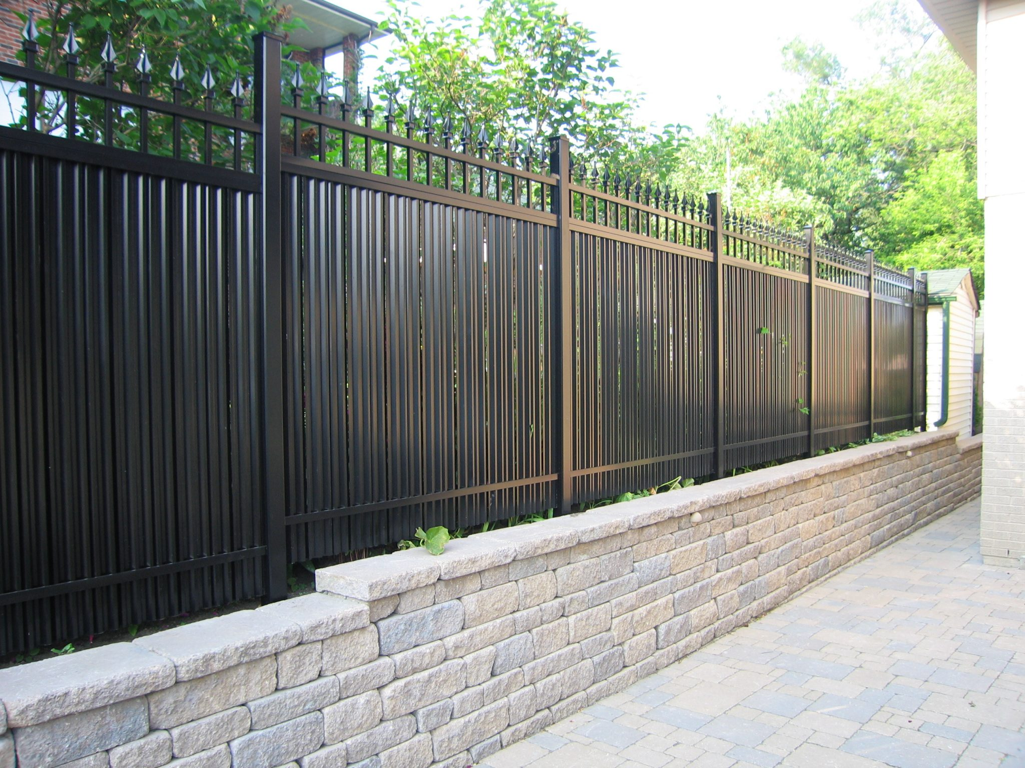 Picketed fence over wall