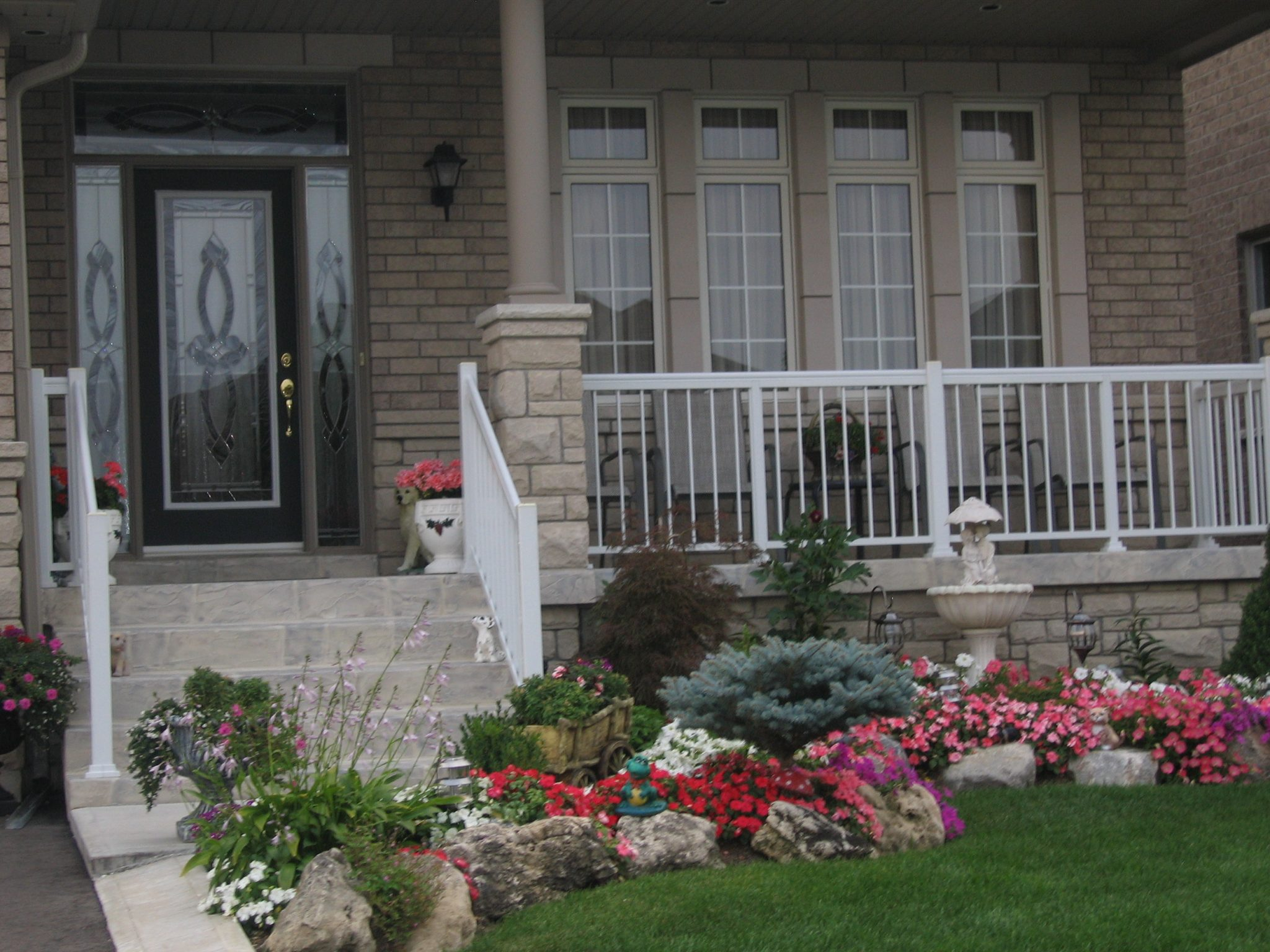 Wide porch with aluminum railings