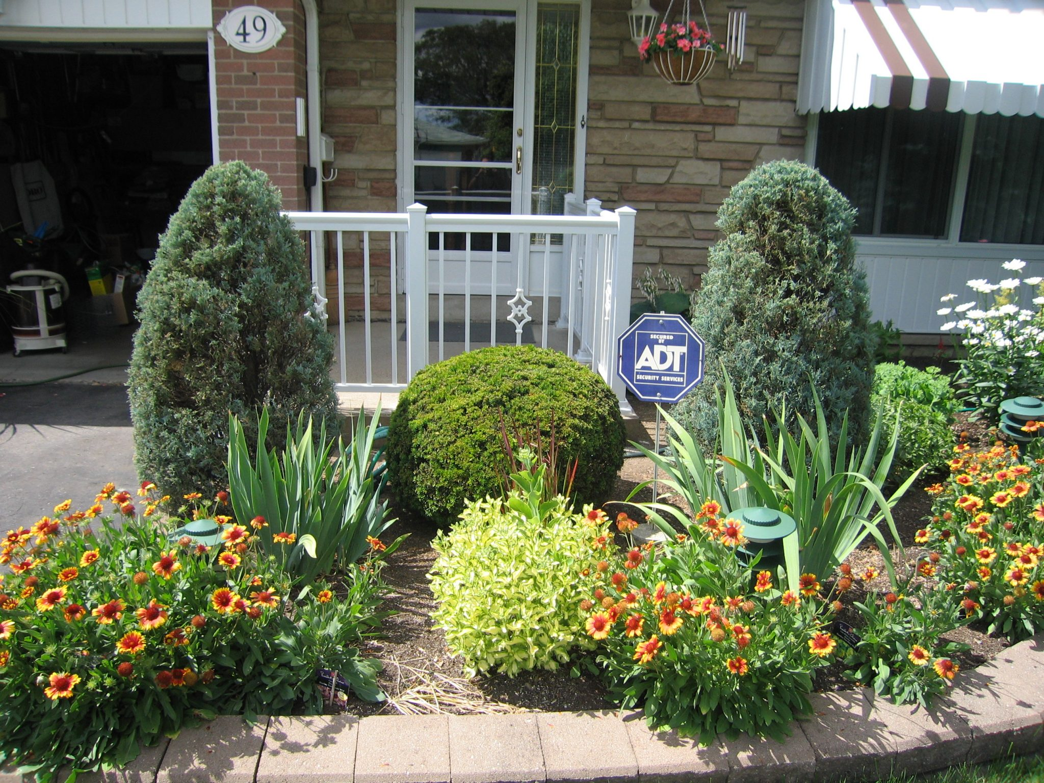 Bushes and plants in front yard aluminum railings toronto for Bushes for front yard