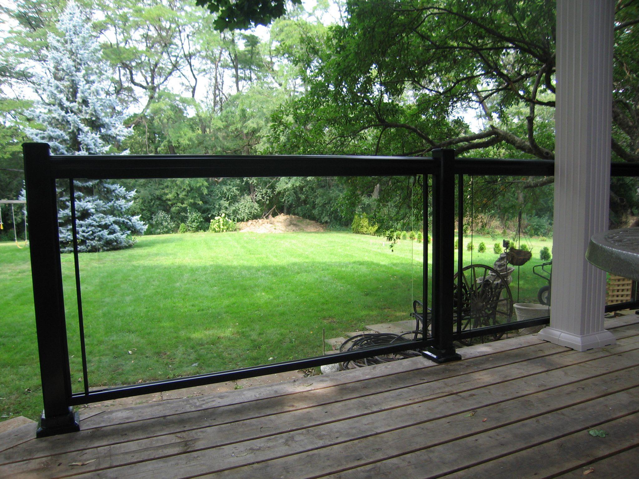 Aluminum rails encasing glass railing