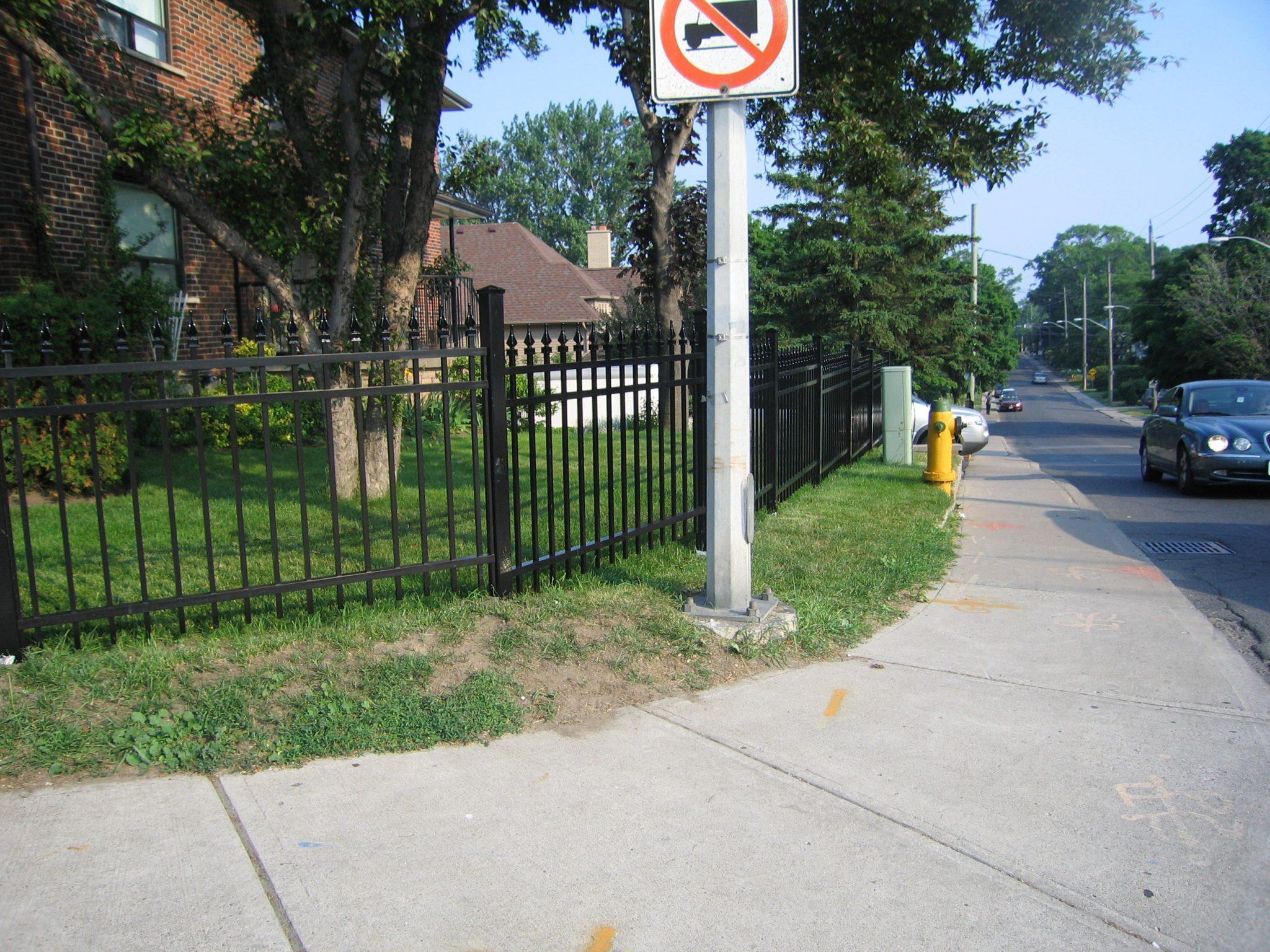 Picket fence black