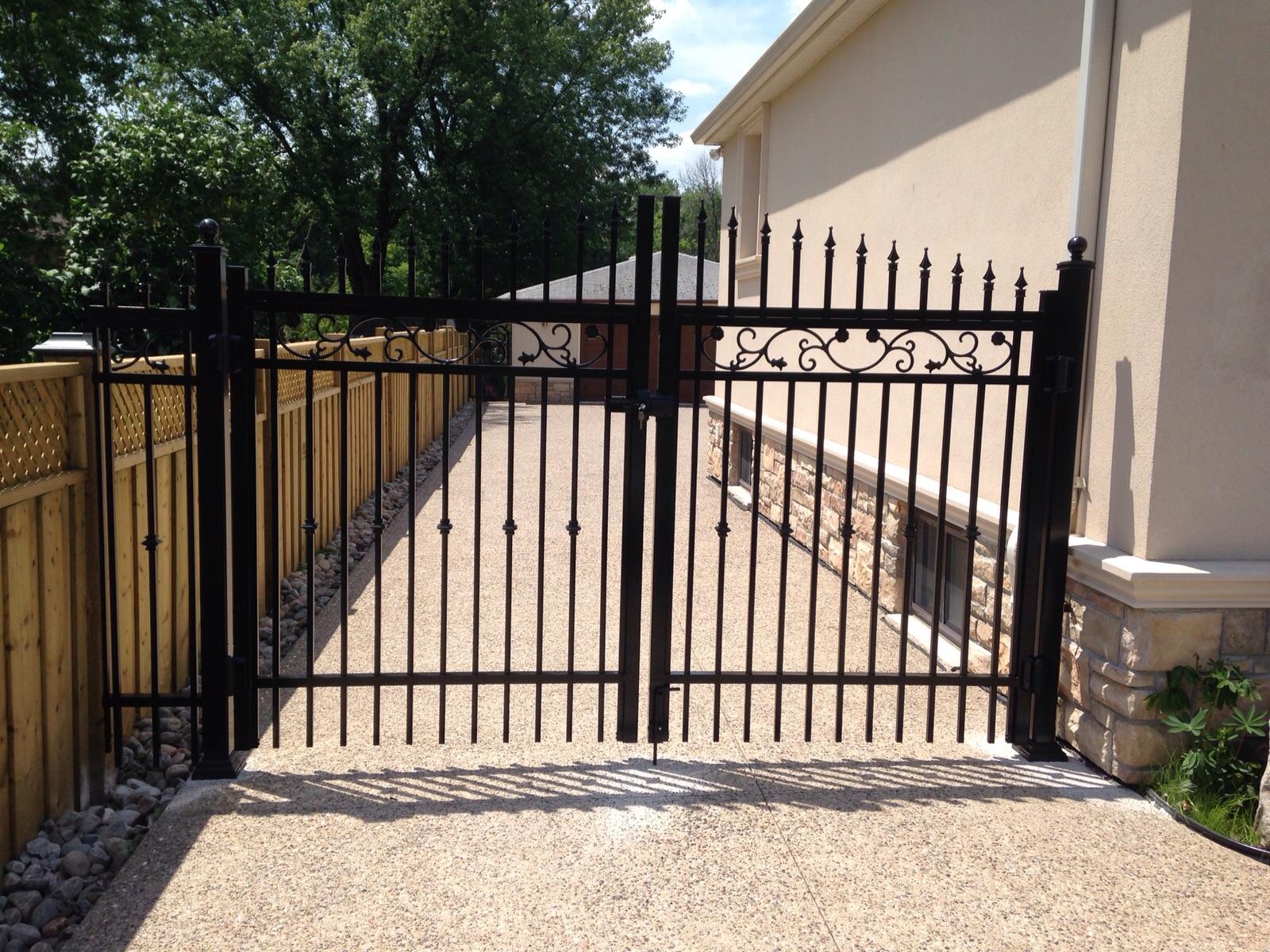 driveway gate front