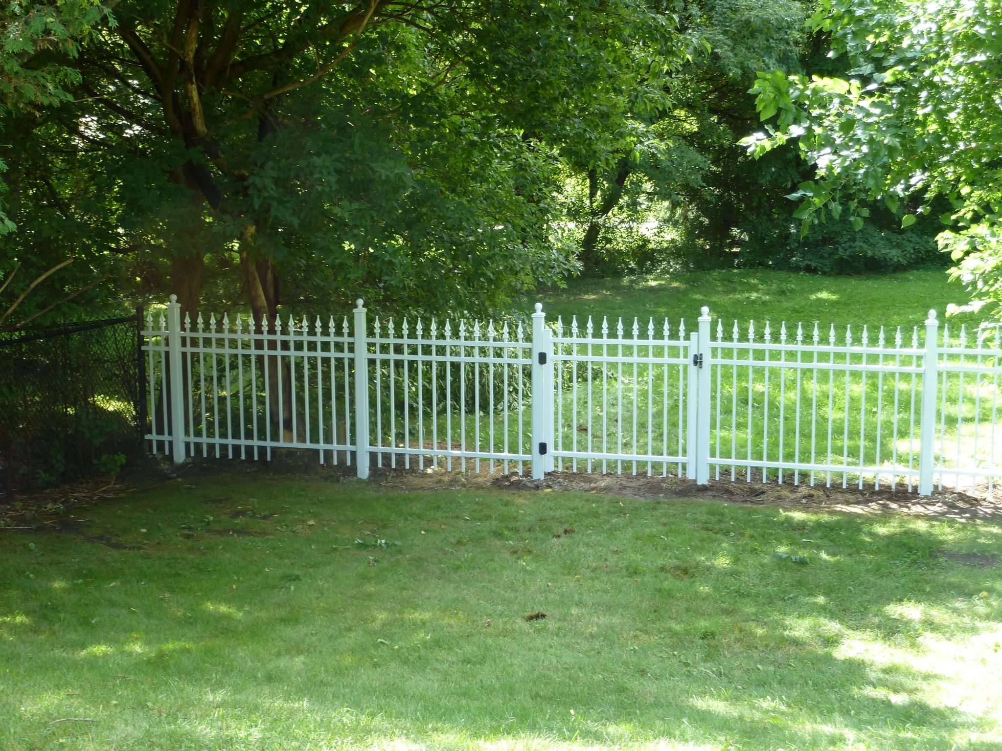 Picket fence of aluminum