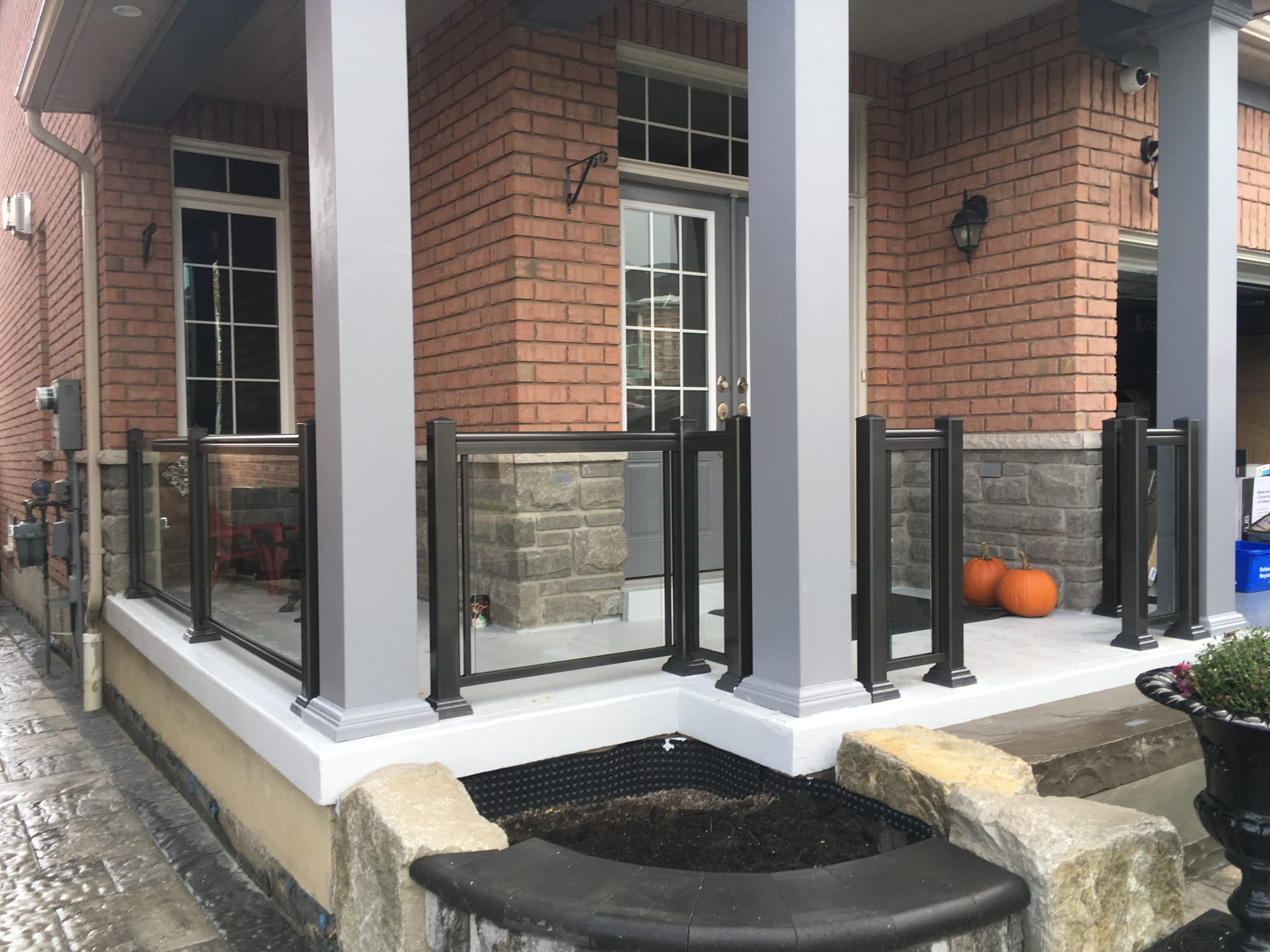 Aluminum columns with glass railings.