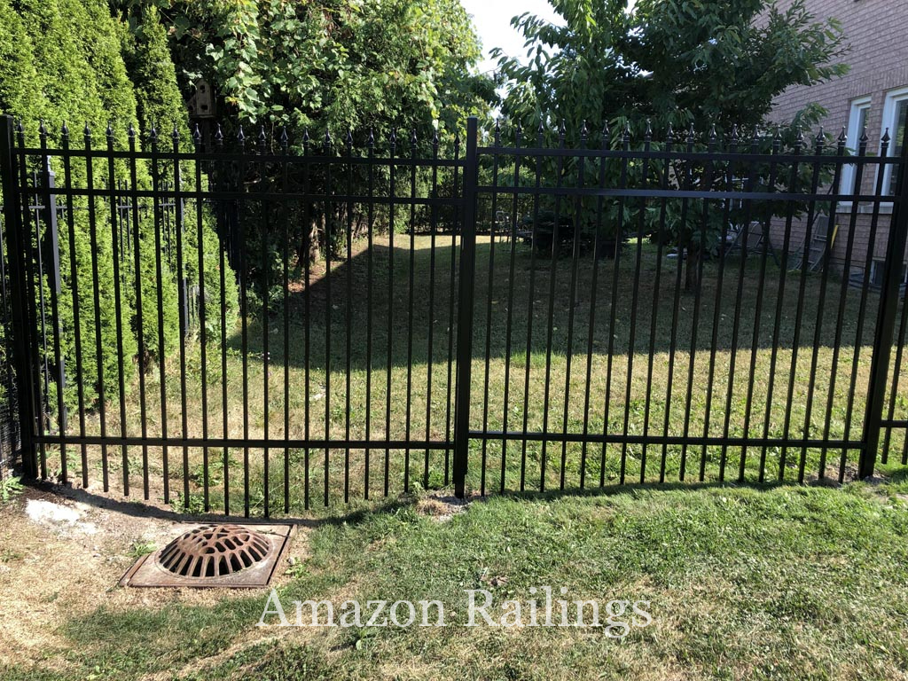 Aluminum Picket Fence Installation for Homes in Toronto