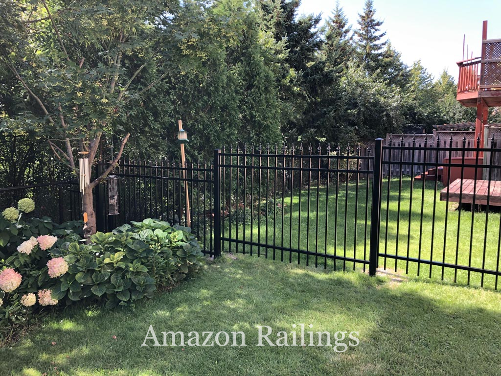 Residential Picket Fences for Front Yard & Backyards