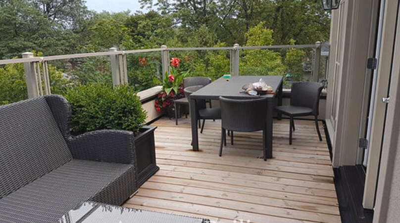 Install Outdoor Glass Railings